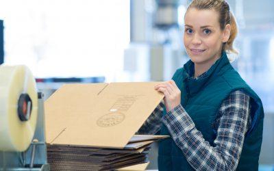 Pracovník třídění balíků